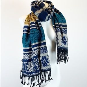 Pretty Persuasions stripes snowflake fringed scarf